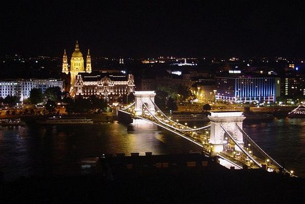 B13_BUDAPEST BY NIGHT a