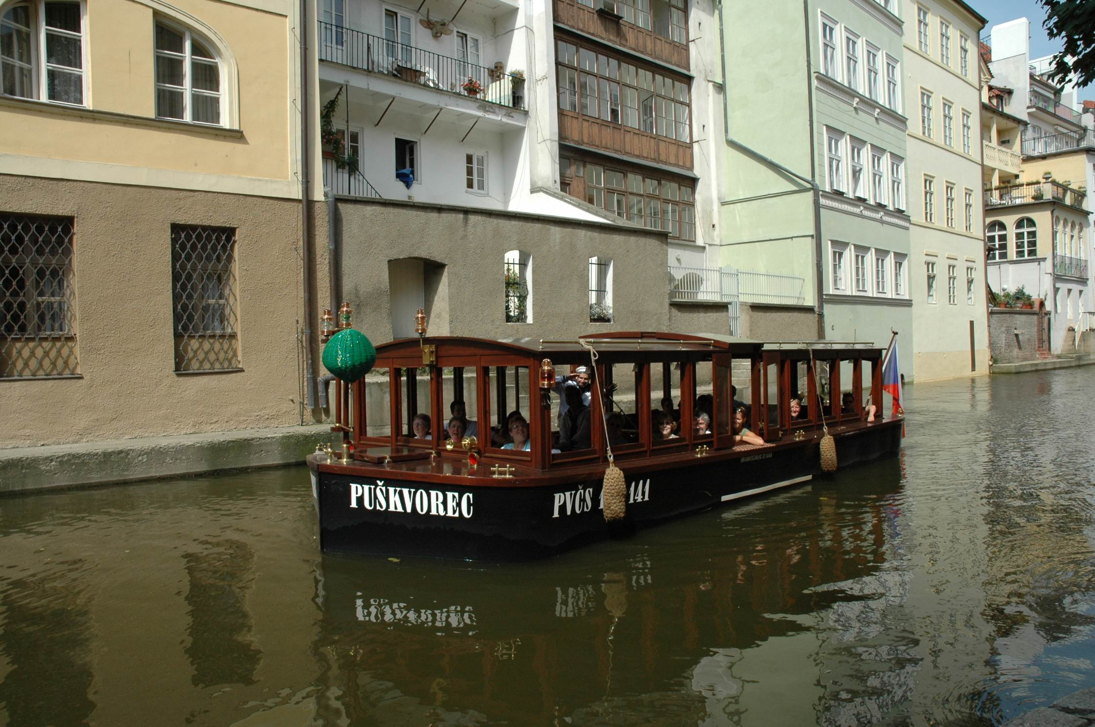 Prague´s Venice – sightseeing cruise on the canals of Vltava river
