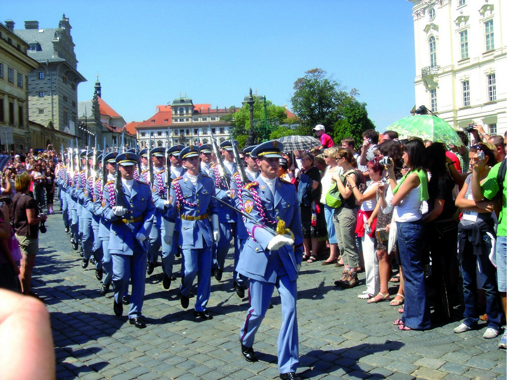 Prague City Tour by Bus and by Foot & Guard Changing