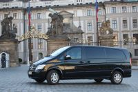 Transfer one way from hotel to airport: VW shuttle