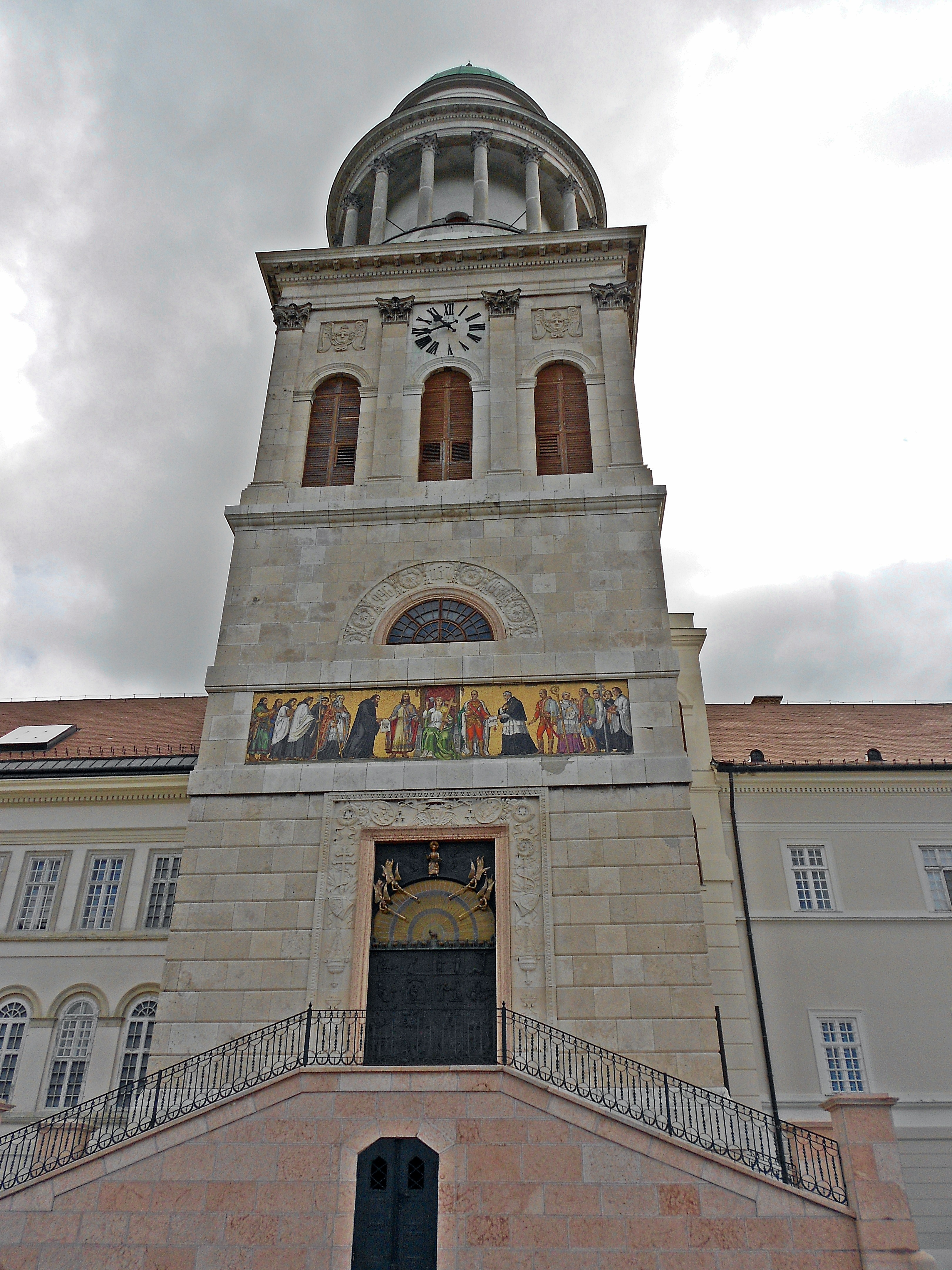 World Heritage Private Tour: Old Town of Györ and Abbey of Panonhalma with Lunch